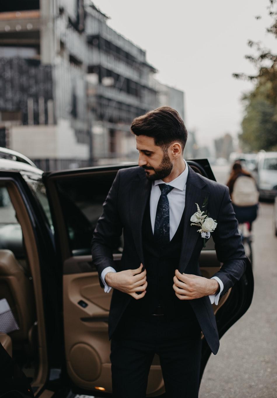 Bräutigam für Hochzeit / Awareness-Clip